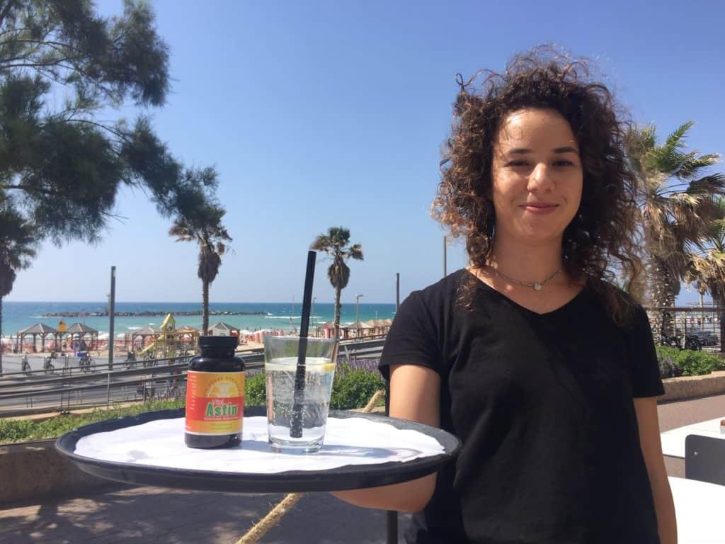 Selbst in Israel ist Astaxantin ein Begriff - gerne mit einem Glas Wasser!